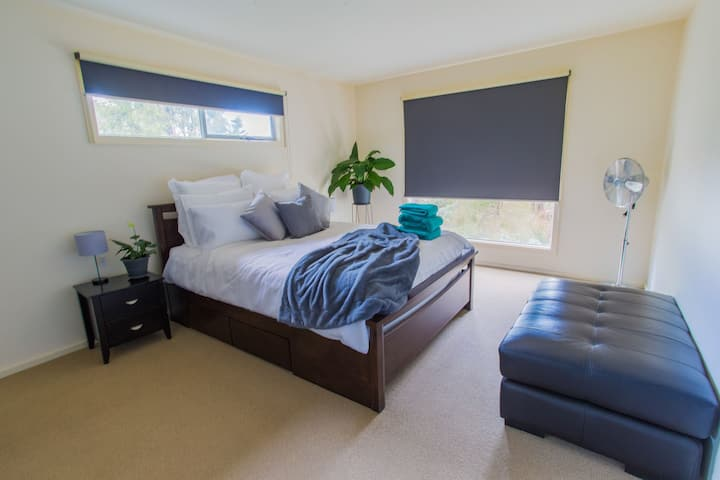 Self Contained Cosy Space, 5 Mins From The Beach