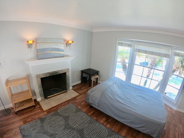 Cozy large room 420friendly/3Mils from LAX