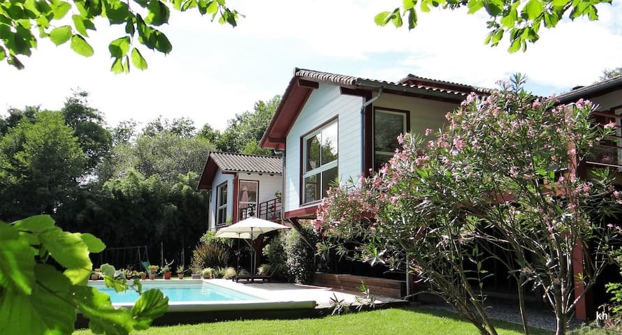 Urcuit : maison avec vue sur les Pyrénées