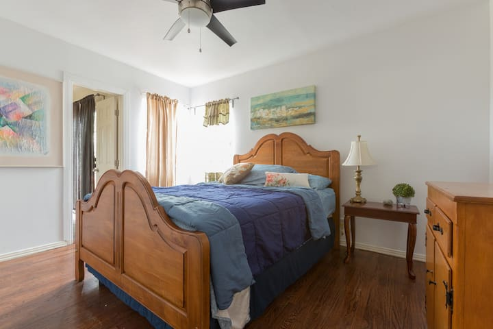 Cozy 2BD house w Parking included - Hawthorne - House