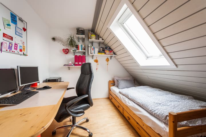 Small room in East-Karlsruhe:) including bike