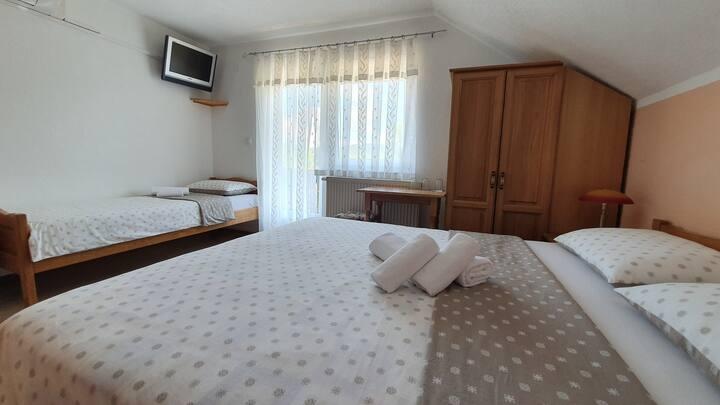House Kajfes, Charming triple room with balcony