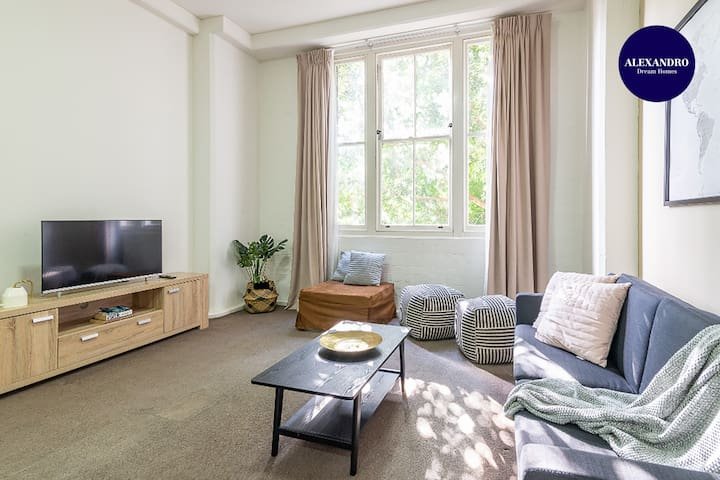 SPACIOUS 1BR/STEPS TO CASINO DARLING HARBOUR & ICC