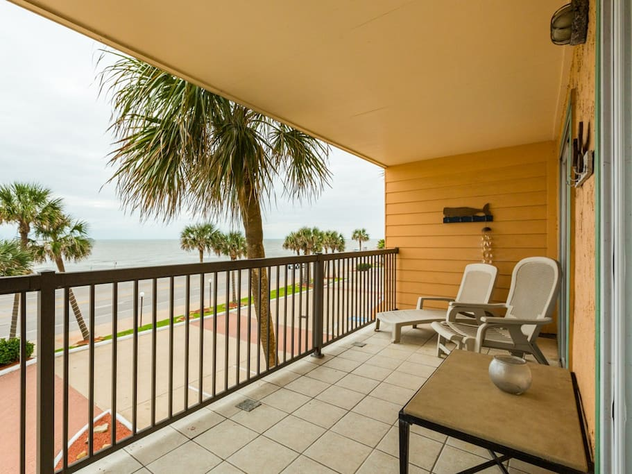 Stunning Gulf of Mexico views from a large patio