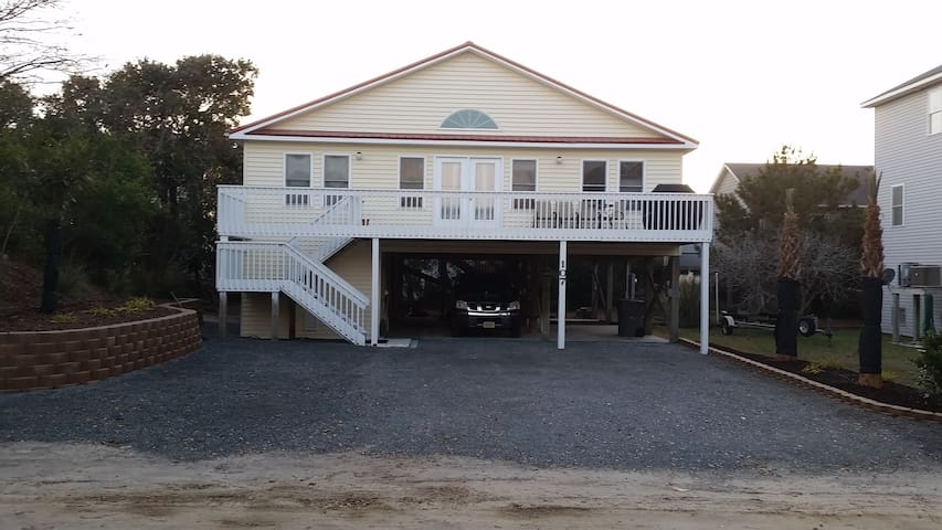 Remodeled Home in Secluded area Two Minutes Beach!