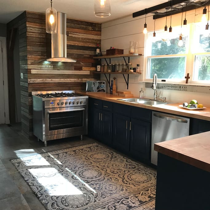 Lovely Modern kitchen. Gas cooktop and convection oven. Dishwasher and washer and dryer.