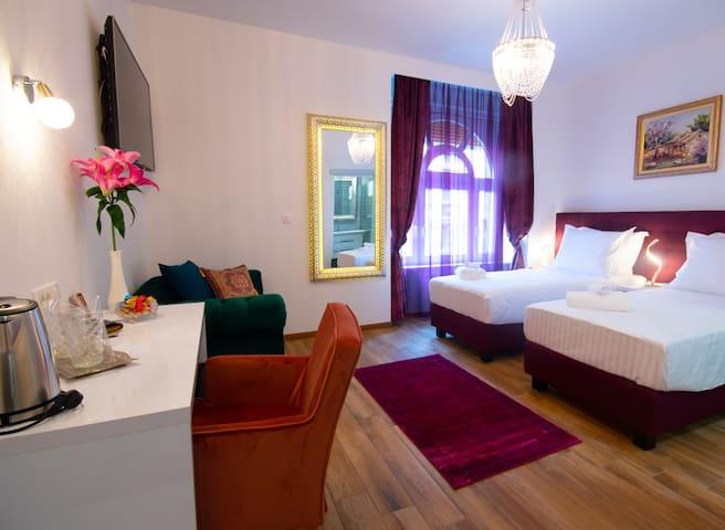 Center Luxury Rooms Split- Room  4