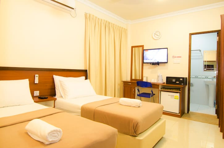 Hulhangu Lodge room 4
