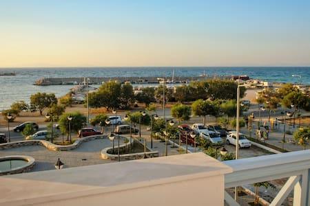 Εrato Seaside Hotel - Neo Karlovasi