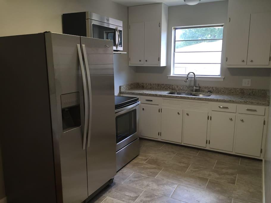 Kitchen w/ all new appliances