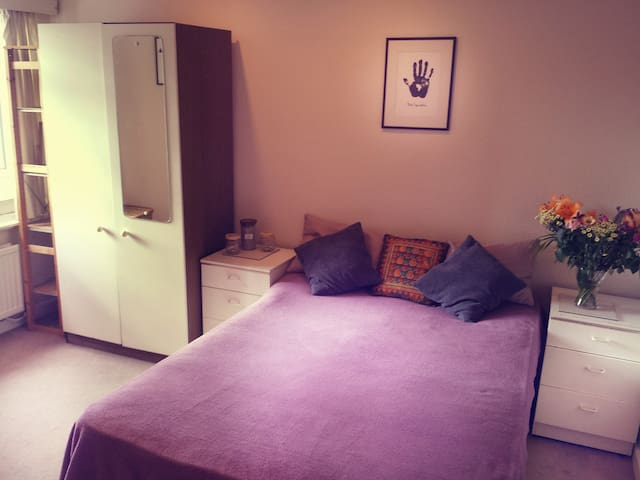 Lovely room with good connection to central London