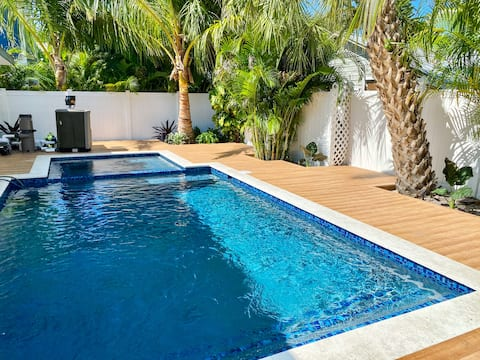 Cabin at Captain's Quarters - luxury 1 bd with POOL + SPA,  walk to beach and Bridge Street!