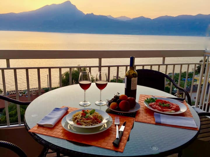 Lake Garda apartment with spectacular view*