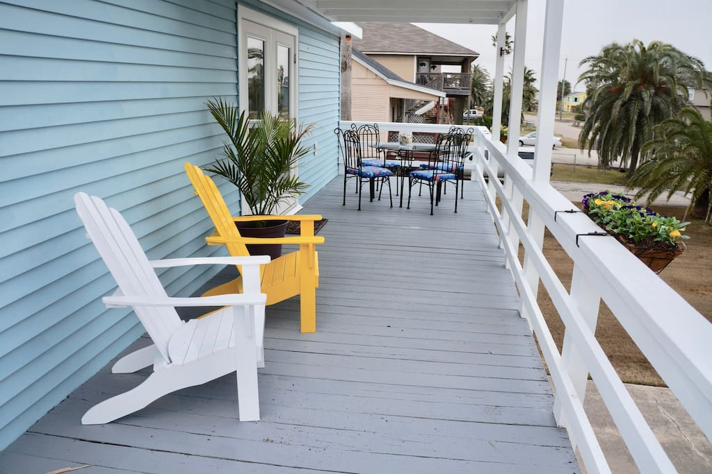 Enjoy sunbathing, bird watching or dinners on the deck!