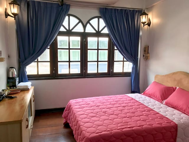 /Private bedroom/Private bath/near grand palace