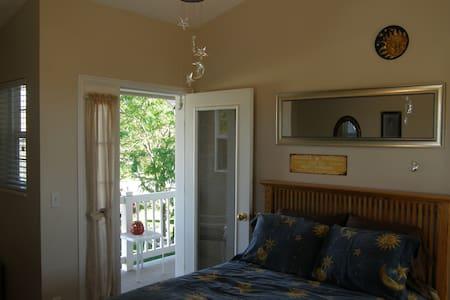 Hill House / Sun & Stars Room - Cedar City