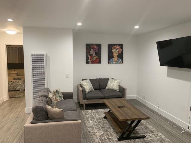 SUPER MODERN 2 BRM UNIT IN THE HEART OF HOLLYWOOD