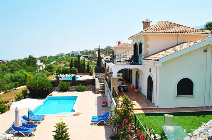 Villa Goodens sleeps 8 people with 4 bedrooms and 4 bathrooms - Zeytinlik - Villa