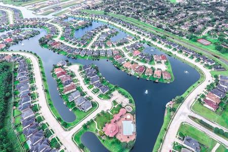 Houston Area 4 BDRM luxurious house with Lake View - Missouri City - Dům