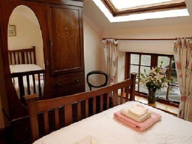 Burton Farmhouse - King Room