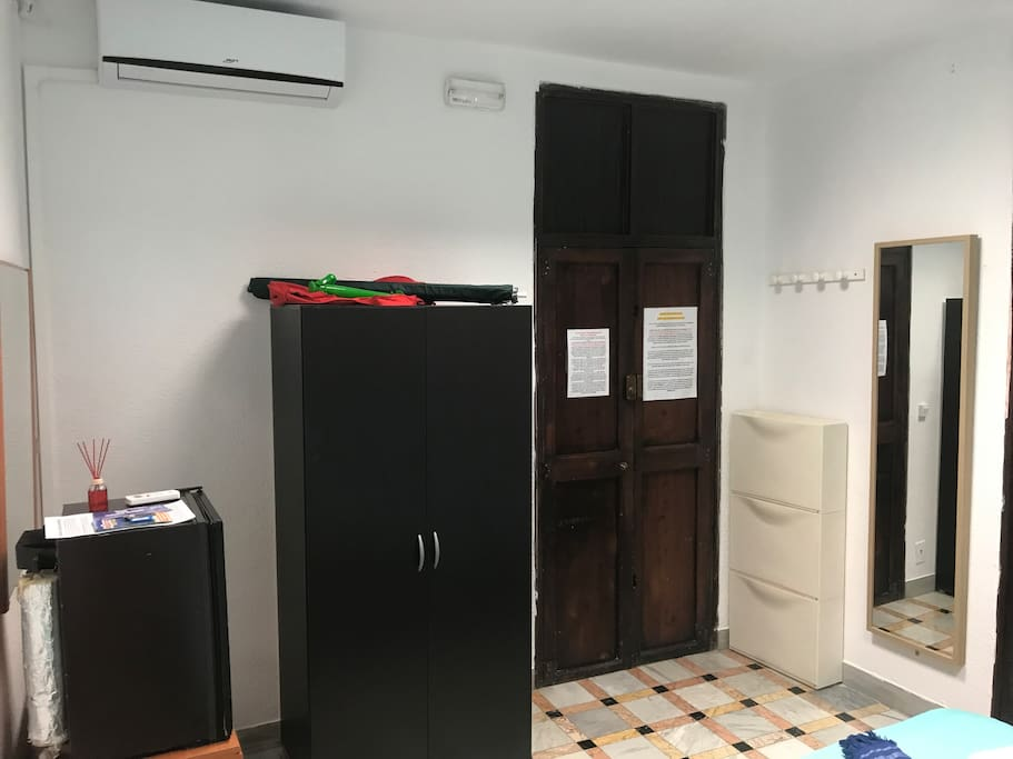 Including in room: fridge and AC
