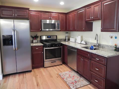 Beautiful, private apartment!!  Great location!