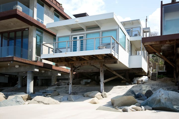 Malibu Beach House R + R Escape