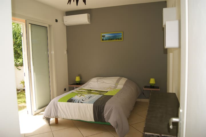 Room with private access and private bathroom - Le Gosier - Hus