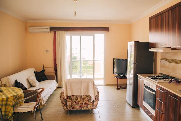 1 bedroom apartment 300 metres to Longbeach