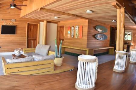 Casa Aura (Frente al Mar): Habitación Cuádruple - Tamarindo - Bed & Breakfast