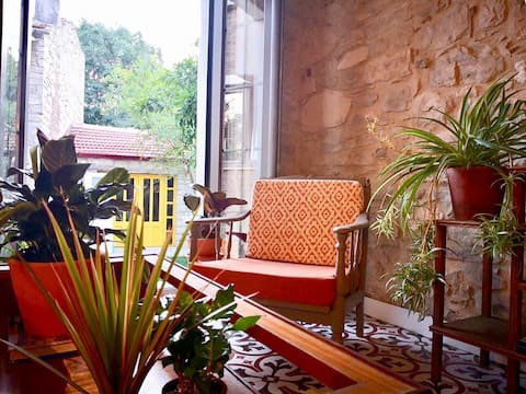 Sayfiye Urla - historical stone house with private garden.