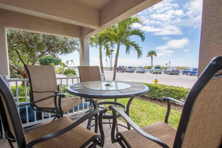 Beachfront in Pass-A-Grille! Fantastic Location. All Upgraded. - St. Pete Beach - Osakehuoneisto