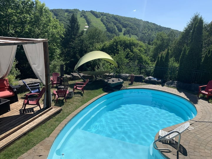 Private Pool/Piscine Privée, View of Slopes/Vue des Pentes, 5 mins to Sauveur