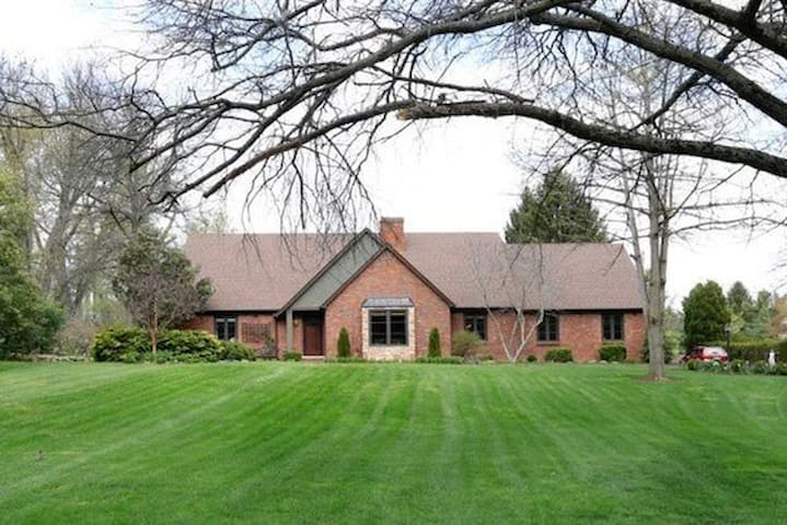 Lovely house next to Keeneland - Lexington - House