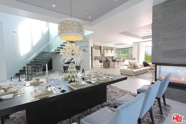 Beverly Hills/WEHO Modern One of a Kind Mansion