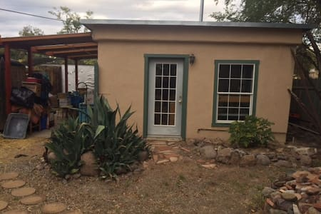 Eco-friendly studio near downtown - Silver City