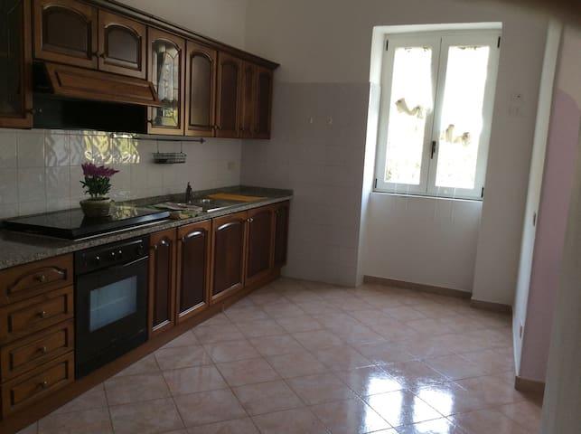 Casa immersa nel verde - Serrara Fontana - House