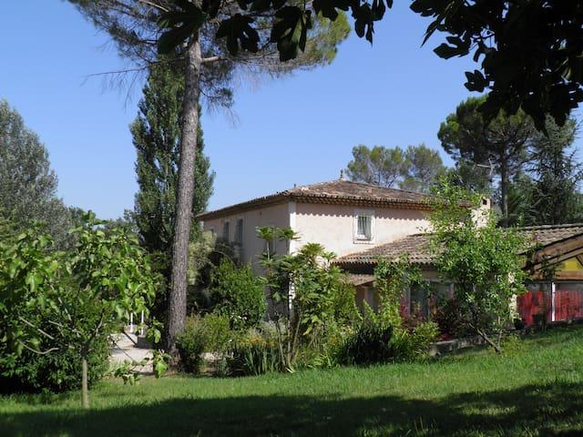 BASTIDE DES PINS POUR 14 PERSONNES AVEC PISCINE - Fayence - บ้าน