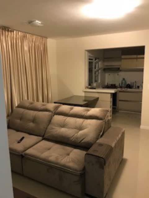 Apartamento 2 quartos, ótima localização!