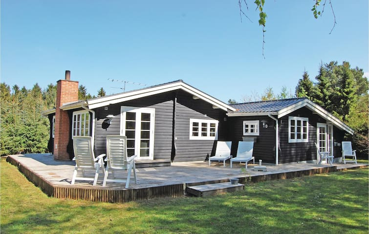Holiday cottage with 2 bedrooms on 74 m² in Fårvang