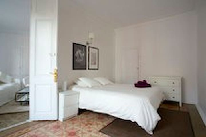 Central Private Double room+private living roomA/C