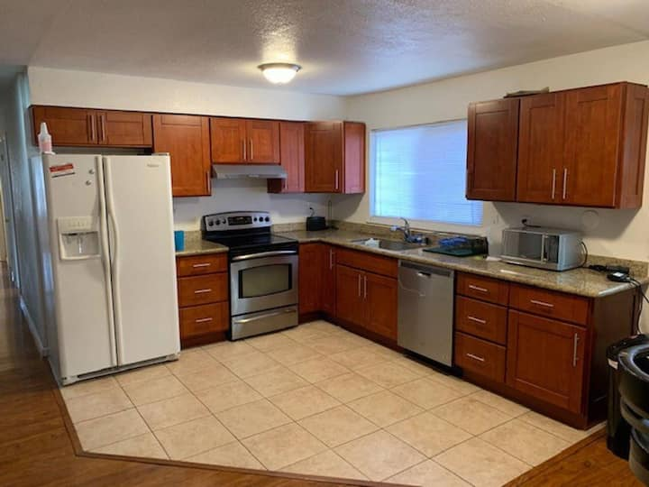 NICE HM,2 BEDS,SLEEP 3,NR BART,WCREEK,SF,MARTNEZ,