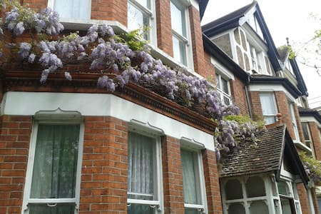 Spacious accommodation, 1st floor, Victorian house - Folkestone