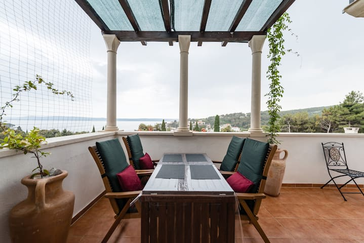 Great seaview apartment on Croatian island 2-8 pe