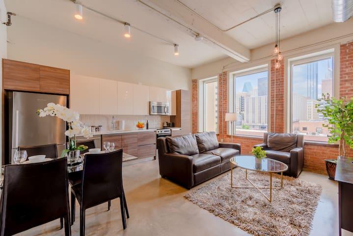 1 Bedroom|Queen Bed|Valet Parking|Walk Score 95/100|Downtown Dallas