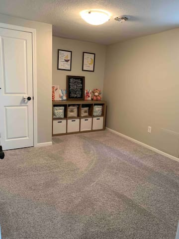 Play Room / extra room for air mattress