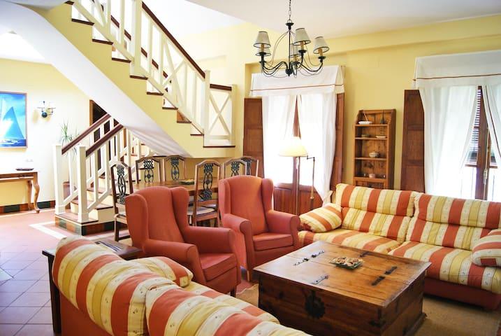 Villa Lujo con Piscina - RTA VFT/CA/03841 - Roche