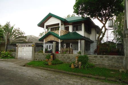 Room for Short Stay (in a private village) - Bacolod