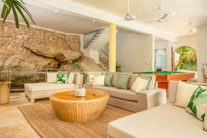 Bright & Stylish - Retreat on the Beach!