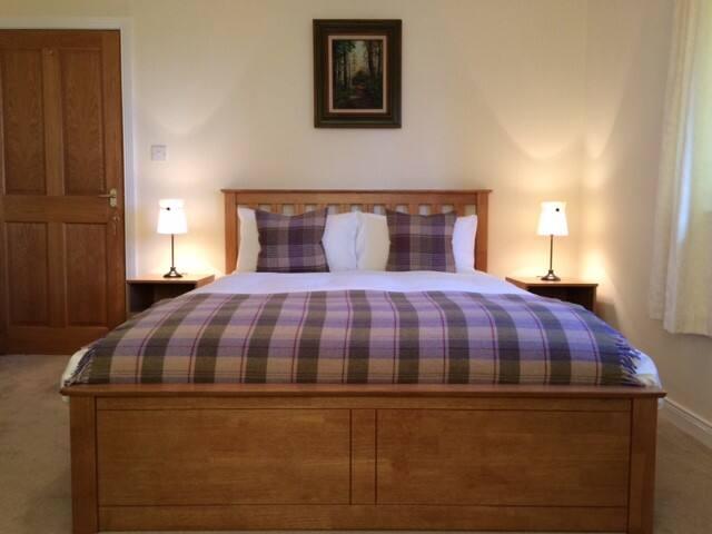 Large Double Room, Lamlash (BUTE ROOM).